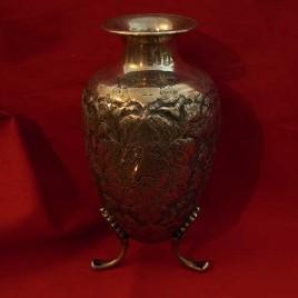 Vasetto in argento inciso e sbalzato