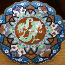 Antico piatto in smalto Cina (XVIII secolo).